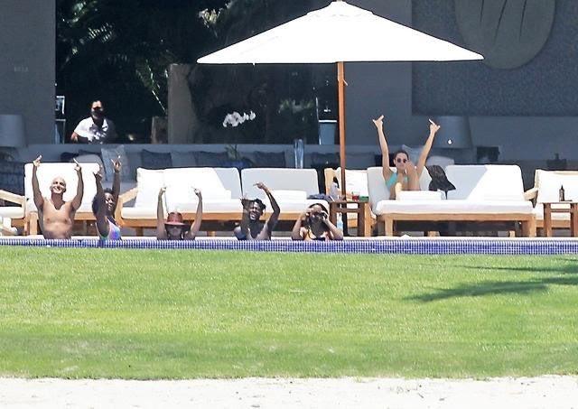 パパラッチに中指立てるケンダル・ジェンナーがかっこいい!有名人も大変だ…。