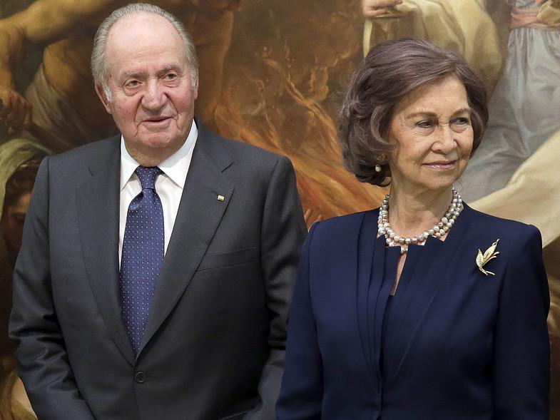 Rey emérito #JuanCarlos ¿De qué se le acusa y por qué todo indica que se exilia sin la reina Sofía? → https://t.co/RO9pOggVNh https://t.co/ITCD2lThM0