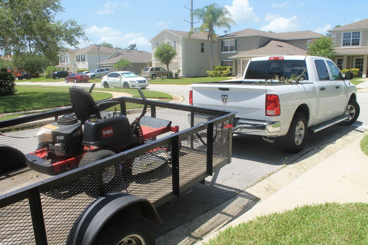 Testing out the mower and training some drivers! . . #lawn #lawncare #service #seminole #seminolecounty #volusia #volusiacounty #florida #sunshinestate #discount #sale #promo #seniors #vets #veterans  #company  #smallbusinessowners #smallbusiness  #landscaping #grassgruntspic.twitter.com/WCOgNiI16t