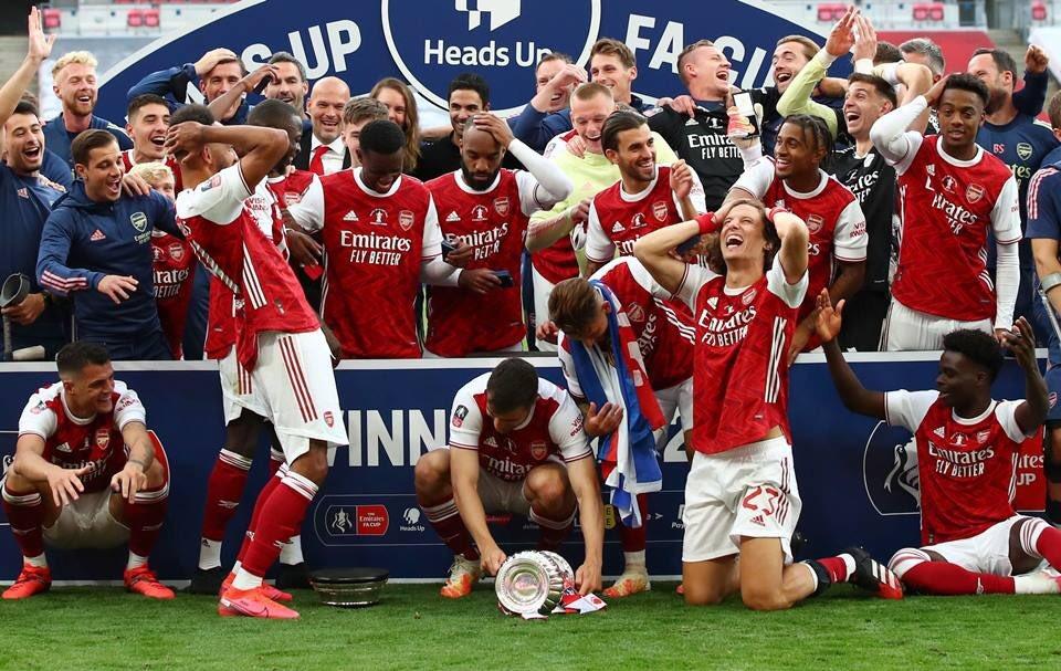 [TEM ANÁLISE NOVA NO SITE] 📊🏴  A decisão da nova geração do futebol inglês - Análise Tática de Arsenal 2 x 1 Chelsea (FA Cup final)  ➡️ https://t.co/rG6nqTJyPY  #FACupFinal   Por @FABRCARV 📈 https://t.co/JWpVklqr84
