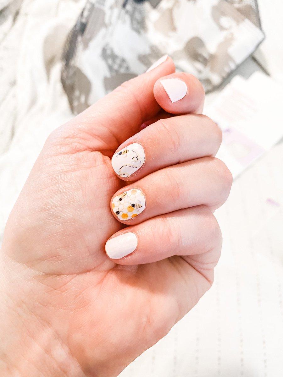Anyone else addicted to @colorstreetnails #nails #nailpolish pic.twitter.com/Y5sxTgTftx