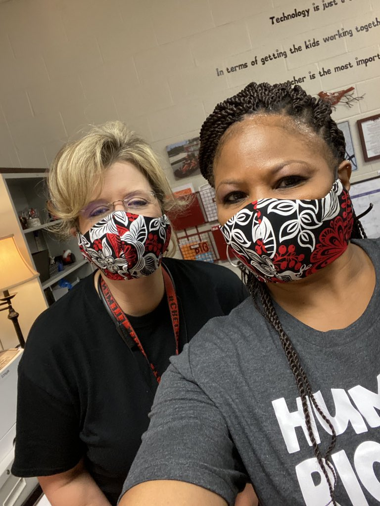 Thank you @KeglerLisa for stopping by today!! We love you @SCECardinals! #twinning #creeklife #wearyourmask @StewieCardinal https://t.co/uSqH7cd7ON