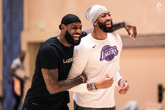 When you watch your boy shoot his shot and he gets denied 😅  (via @Lakers) https://t.co/cEwVAGX3td