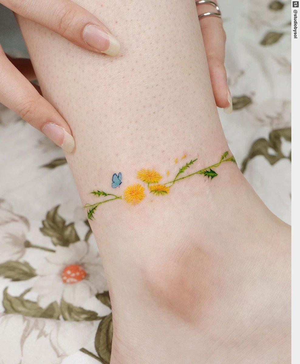 Featuring: studiobysol #studiobysol #koreantattoo #koreantattooshop #tattoo #inked #tattooart #floraltattoo #tattoodesignpic.twitter.com/608B2onzea