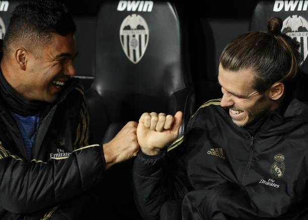 """Casemiro habló sobre el presente de su compañero Gareth Bale, """"Sabe que no es el mejor momento de su carrera, pero tiene nuestro apoyo, el del entrenador y el del club"""". El volante cree que el galés entra en el """"Top3 del mundo"""" cuando está en su mejor momento. pic.twitter.com/JgmjcEEPF4"""