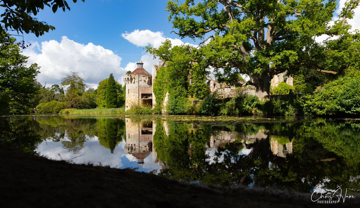@southeastNT @scotneycastleNT in all its splendour. Has to be my favourite @nationaltrust venue. Love the reflections. #reflections #photography #Kent https://t.co/piutjlxGLL