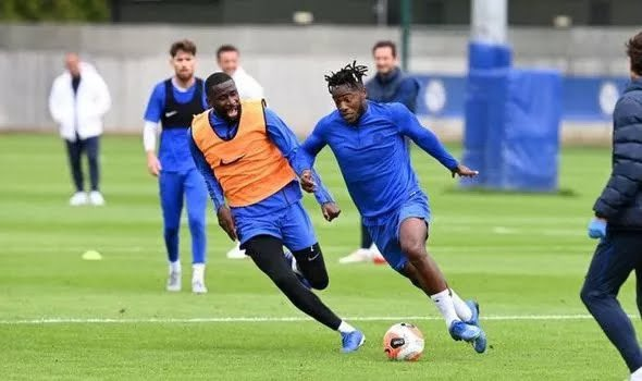 Chelsea have reportedly offered to sell Michy Batshuayi to Leeds United ahead of the new Premier League season, but £100k wages an issue. https://t.co/NP8gSB3uOT