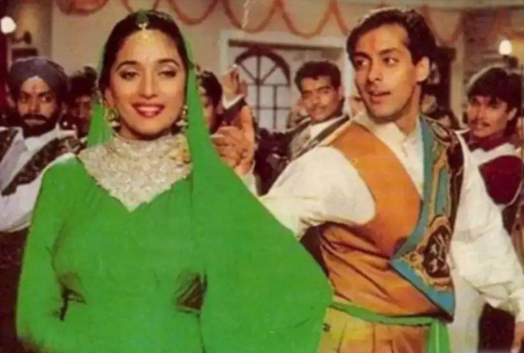 #MadhuriDixit और #SalmanKhan की फिल्म #HumAapkeHainKoun का मेरे जीवन पर गहरा प्रभाव रहा है. आज इस फिल्म की 26वीं एनिवर्सरी है. फिल्म से जुड़ी यादों पर मेरा विशेष लेख...✍ #SoorajBarjatya #HAHK @BeingSalmanKhan @MadhuriDixit @rajshri aks-raghuvendra.blogspot.com/2020/05/1991-9…