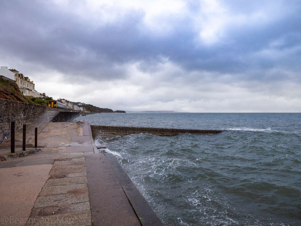 Good morning. We've had a few showers in Dawlish this morning and the sea is a little choppy.   #cloud #cloudchaser #cloudlovers #clouds_of_our_world #cloudscapes #clouds #clouds #cloudphotography #cloudsky #cloudlover #cloudspotting #cloudlifepic.twitter.com/obDccqibHM