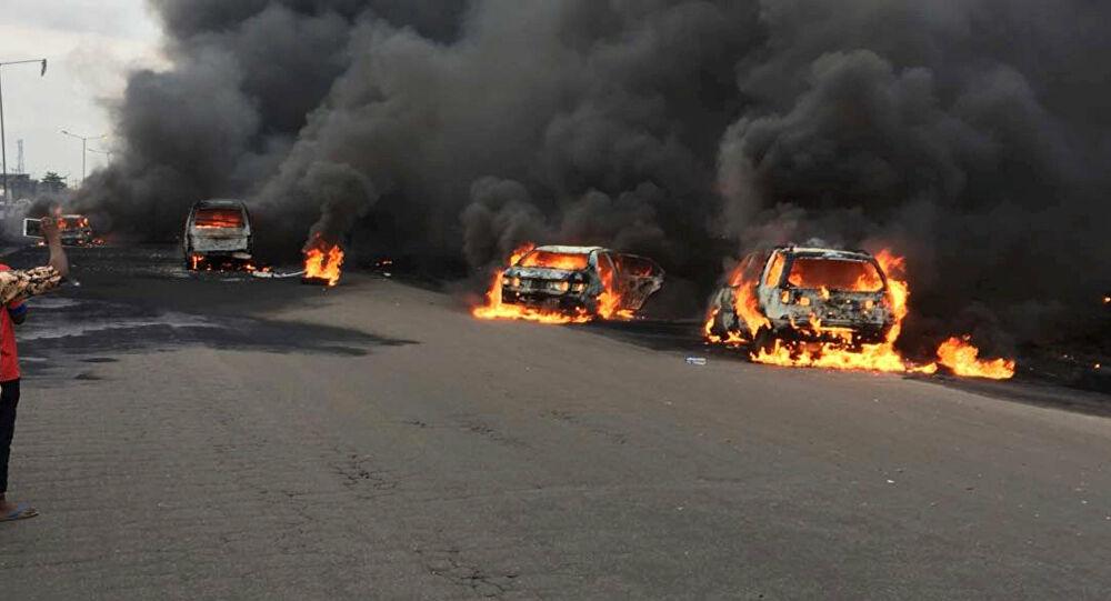 la explosión de un camión cisterna de gas en Lagos, Nigeria pic.twitter.com/90wy9dWnVN