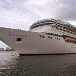 Image for the Tweet beginning: Krydstogtskib isolerer passagerer efter dansk