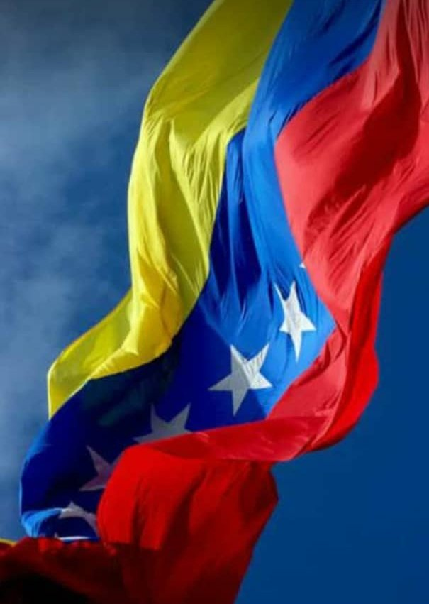 #FelicesSueñosDulceAmanecer  En el amanecer menos esperado llegará para #Venezuela el cambio soñado diremos hasta mañana y despertaremos saltando felices de nuestra cana se vestirá de siete estrellas mi bandera  saludando a la nueva libertad que tanto el país espera! https://t.co/Bn060CNpcb
