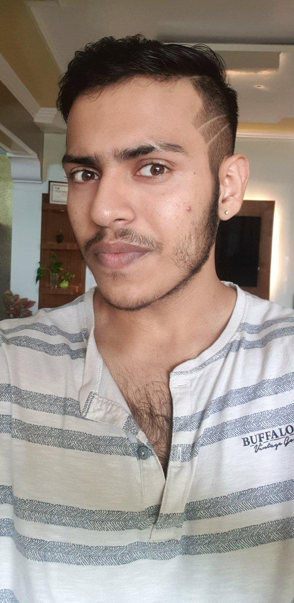 Got a new haircut   #lockdown pic.twitter.com/SVWcqlQdNU