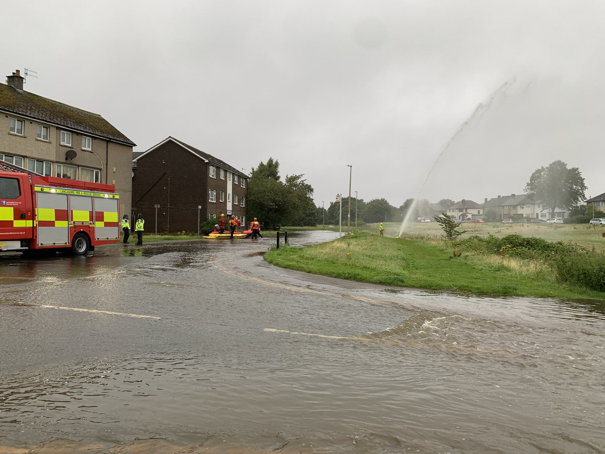 Last week I told Lancashire County Council enough hadn't changed since the 2015, 2017 & 2018 floods. This morning Lancaster is flooded again. Blue lights & councils on scene.