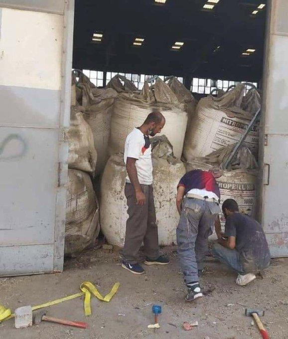 Double explosion dans la zone portuaire de Beyrouth (Liban) - réserve de blé détruite  EeoyvCaWsAItuwB?format=jpg&name=small