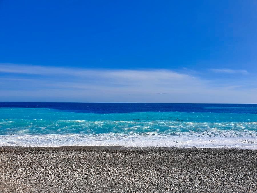 RT @Andionadventure: Blue sky. Blue sea. So refreshing. Hang this on your wall and feel the positive energy!  #wallart #wallartforsale #fineartamerica #fineartamerica #fineartforsale #beachlife #MediterraneanSea #BlueOcean #photography #ilovenice #nicemo… https://t.co/fiksccbQrE