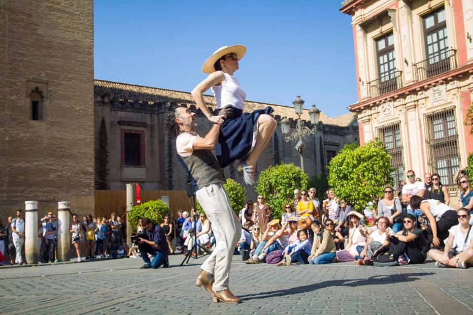"PROGRAMACIÓN CULTURAL AL FRESCO EN #POZOBLANCO 6 agosto: Espectáculo de danza ""Naufragio Universal"" a cargo de Marco Vargas y Chloe Brûle 7 agosto: Concierto de Los Aslándticos 8 agosto: Stompin`Around a cargo de Potato Head Jazz Band PROGRAMACIÓN COMPLETA https://elquincenaldelospedroches.es/pozoblanco/pic.twitter.com/aOiv6CFuT5"
