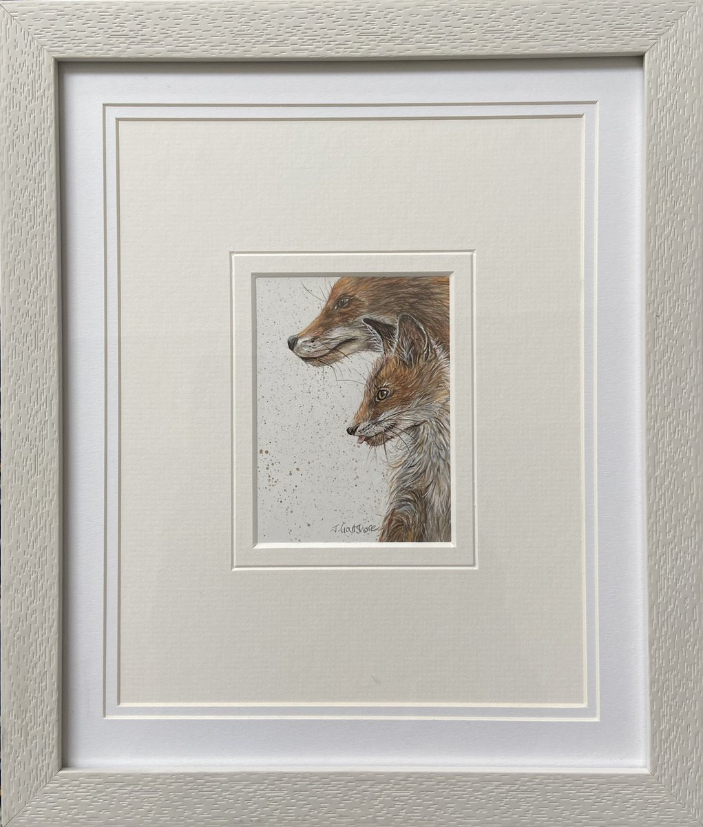 Minature framed #vixen with her #cub painted in #watercolour . Photo reference courtesy of @bearprintsphoto . @ChrisGPackham @BBCSpringwatch @Benfogle @BillOddie @michaelastracha @TVsSimonKing @gillians_voice @gordonjbuchanan @katehumble @MartinHGames #art #fox #nature #wildlifepic.twitter.com/FhcywIMM1n