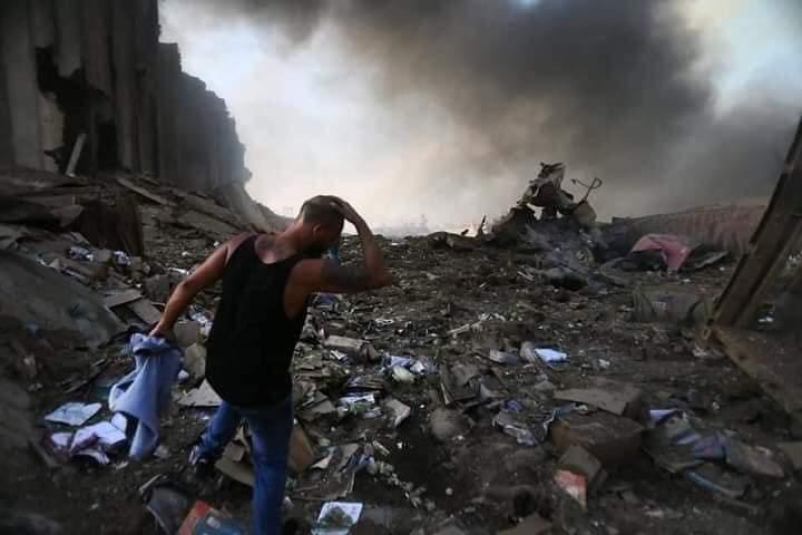 Un'esplosione assordante, una disgrazia che lascia senza parole.  Il dolore nel vedere queste immagini e la sensazione di una straziante ingiustizia. Non lasciamo che le grida di questi nostri fratelli restino inascoltate🙏 Pray for #Beirut ❤️ https://t.co/VebYykPUvP