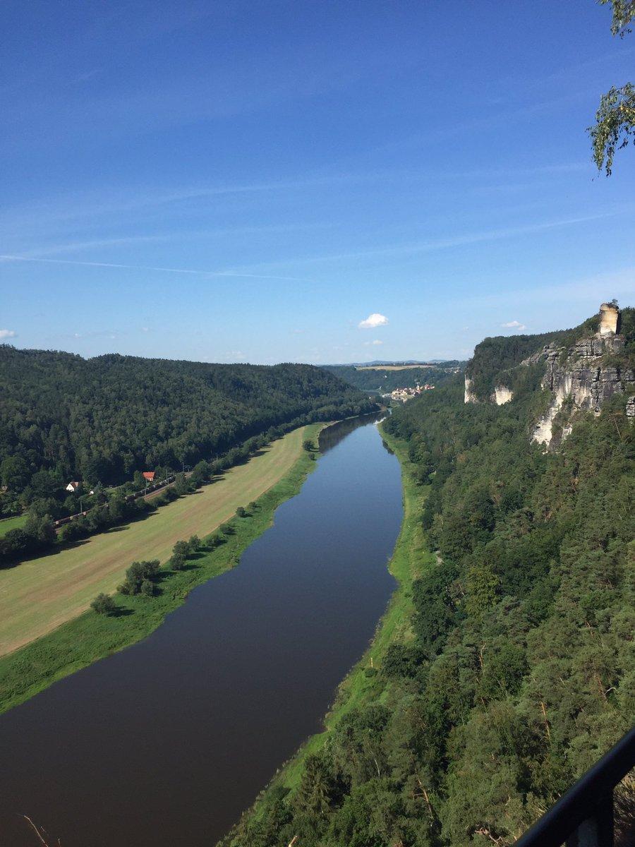 Hallo ihr da draußen, bin mit meiner Frau im Urlaub. Heute bestes Wetter. Blick von der Bastei. Allen einen wunderschönen Tag 🙂☀️ https://t.co/azBxL1QIOV
