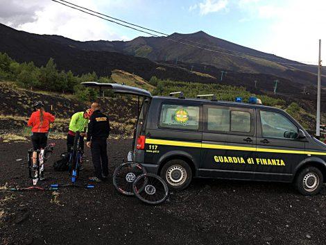 Arriva la tormenta sull'Etna, il Soccorso Alpino salva due ciclisti - https://t.co/654qfic99I #blogsicilianotizie