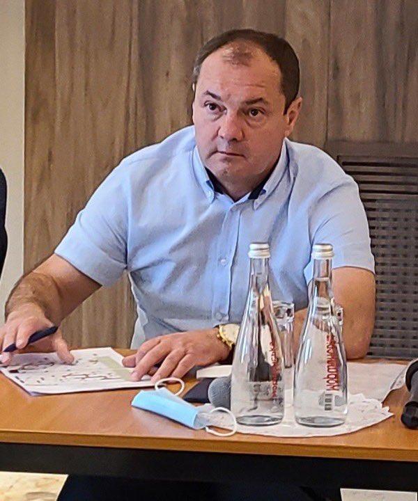 Тепер клуби самі проводять засідання ради ліг. Проголосували за недовіру Макарову і визначили  виконуючого обов'язки Каденка Олександра. Він голова аматорської асоціації футболу . https://t.co/YTUhaOJ3KM