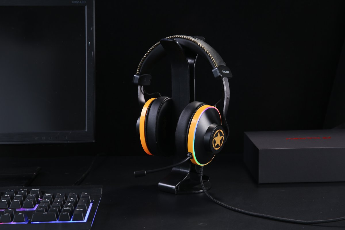 Dareu EH745 Gaming headphone.  SPEC. *50mm speaker. *7.1 Virtual surrounds sound. *ENC system. *Audio control Box. *RGB illumination. *Gross weight: 363.5±10g *Dimension: 187*161*91mm *Connection: Paracord wired with USB.  #gamingheadset #esports #gaming #gaminggear #dareupic.twitter.com/VgSjCPDEsd