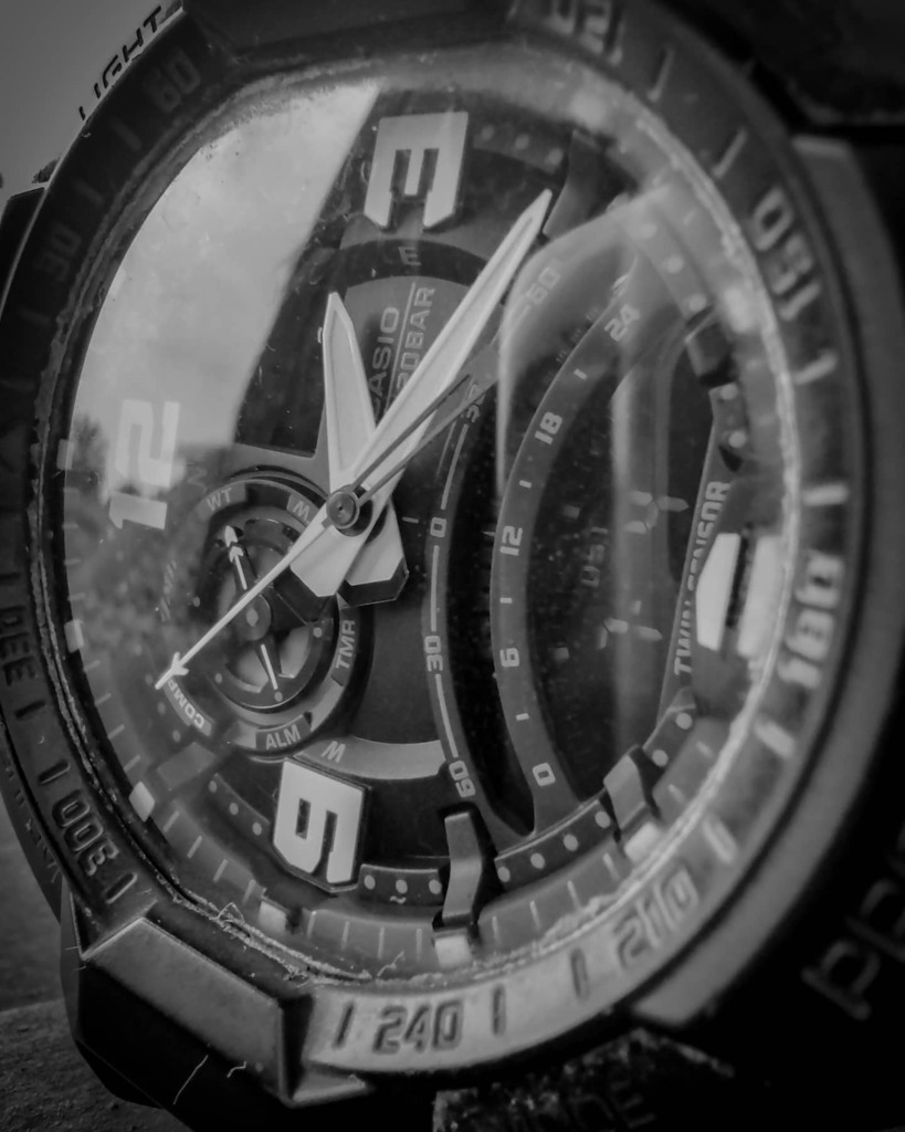 Time is Relative  #picoftheday #photooftheday #time #wacth #gshock #gshockwatch #justgoshoot #action #bnw_captures #bnwportrait #igersbnw #bnw_greatshots #indonesia_photography #bnw #bnwportrait #bnw_captures #bnwmood #bnwlife #bnwphotography #bnw_planet… https://instagr.am/p/CDgMlkZnUC5/ pic.twitter.com/13x0FpVKGv