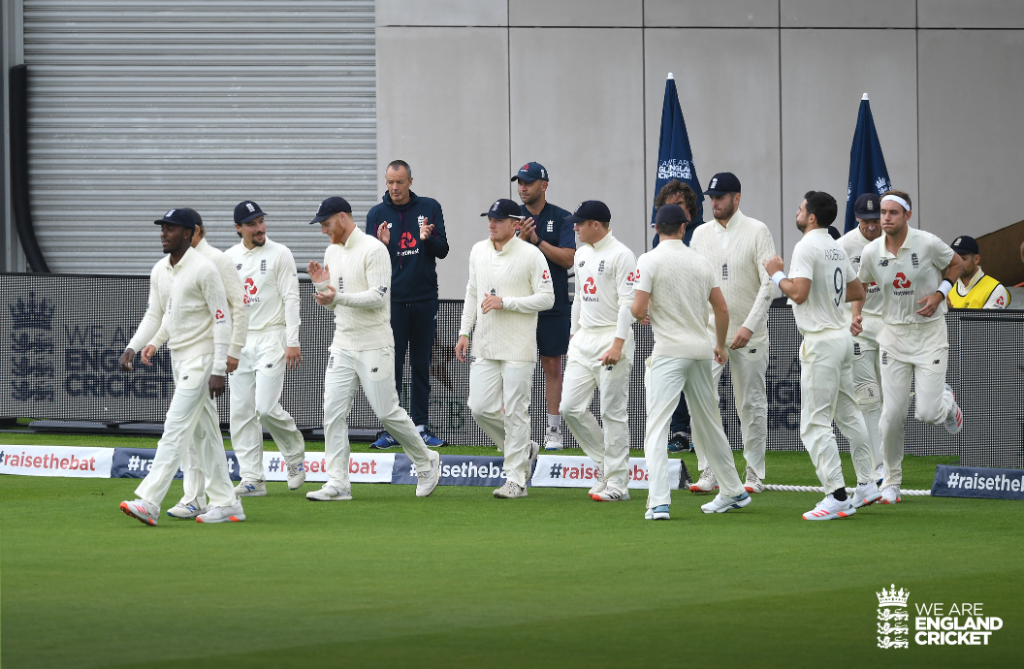 We are led out by @JofraArcher and play is under way here in Manchester! 🏴🏏  Live Scorecard & Clips: https://t.co/0GVRblMPaj  #ENGvPAK #BlackLivesMatter https://t.co/R4c3vDFuPt