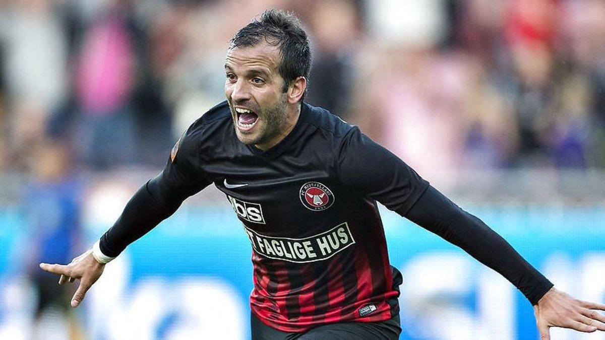RAFAEL VAN DER VAART  Club: FC Midtjylland/Esbjerg🇩🇰 Period: 2016-2018  The former Dutch superstar had two stints at different clubs in Denmark towards the end of his career. One of the reasons was said to be because his wife, Estavana Polman, played pro handball in Denmark https://t.co/drOoXNrjD5