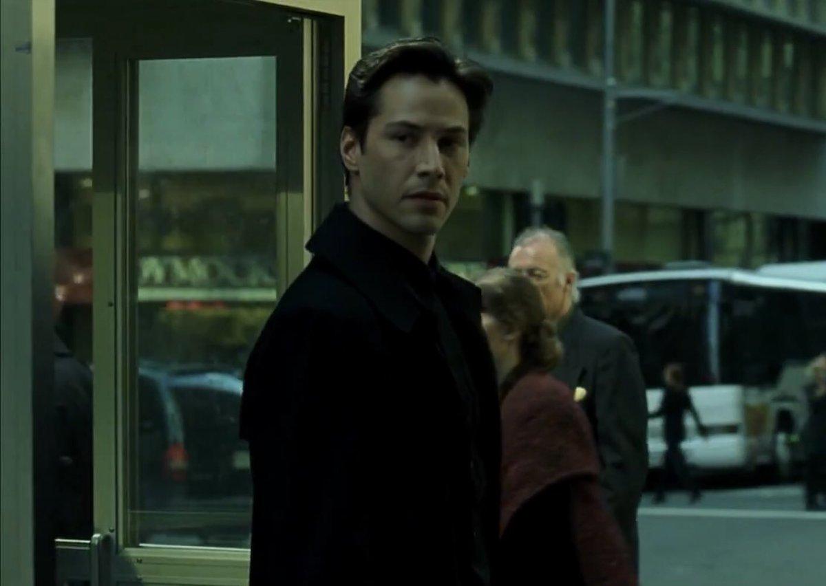 Keanu Reeves - The Matrix ending scene  #keanureeves pic.twitter.com/VztRQJWDEs