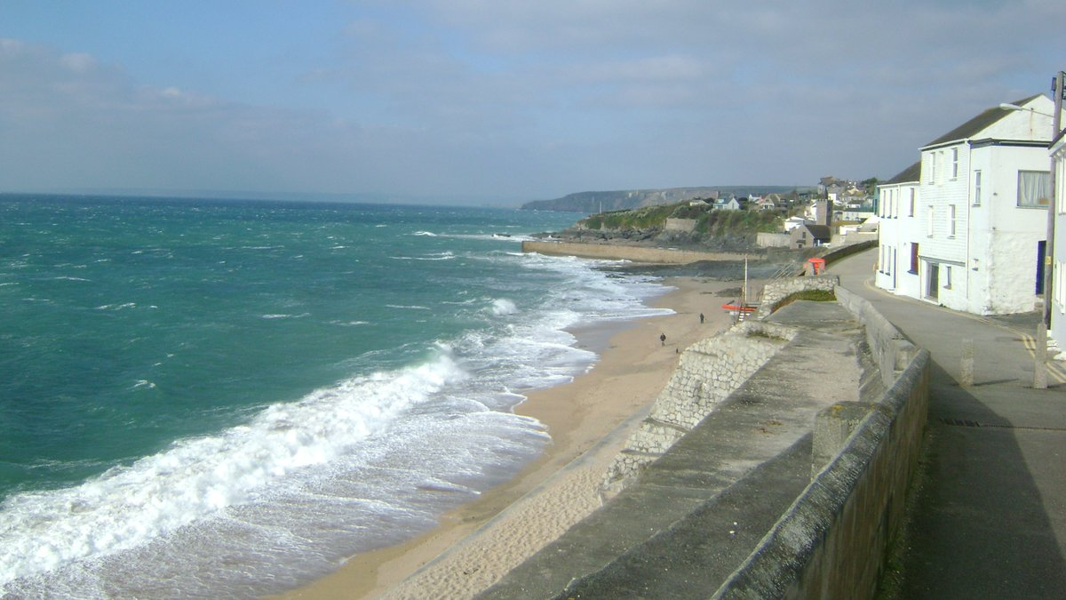For those of us who are still shielding for the foreseeable future and cannot get to our favourite places in Cornwall at the moment, here is your #vitaminSea for the day. Porthleven #StayHomeStaySafe #PictureOfTheSea #Cornwall #dailyphotopic.twitter.com/WcOpXMEknn