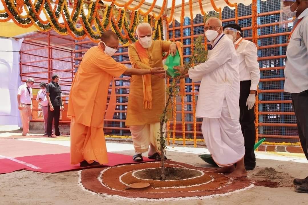 Prayed at Hanumangarhi in Ayodhya. #PM #MODIGARU  #FULLSUPPORT #BJPPARTY #JANASANAPARTY #CHIFE @PawanKalyan  #GARU #APTGL #SAPPARAO33WARDSOUTH @JSPShivaPrasad @bolisetti_satyapic.twitter.com/IPF1ATBXBu