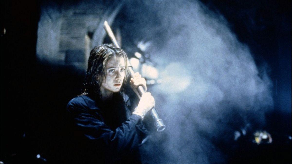 Le Mimic de Guillermo del Toro va être rebooté en série par le réalisateur de Resident Evil -  http://www.premiere.fr/News-Series/Le-Mimic-de-Guillermo-del-Toro-va-etre-reboote-en-serie-par-le-realisateur-de-Resident-Evil…pic.twitter.com/KPbt2zEgO3