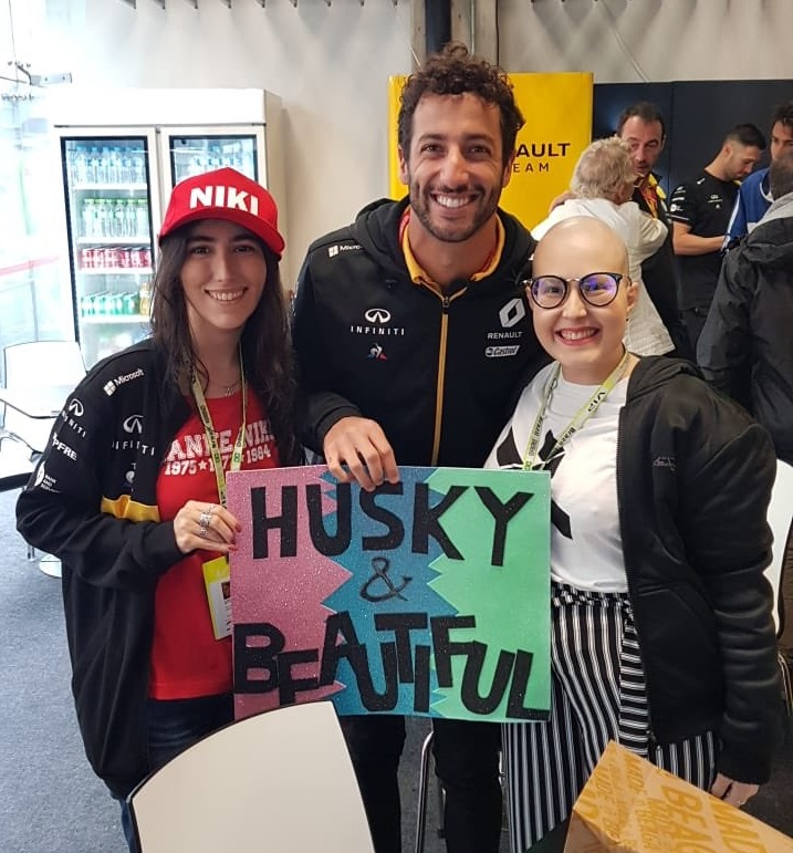 Hey, @danielricciardo, unfortunately, our friend @analuizakalil, maybe your biggest fan ever, passed away this morning. We're sure she would have an even bigger smile in heaven if she received a tribute from you at next GP.  #F1 https://t.co/0ZyiYPiHXm