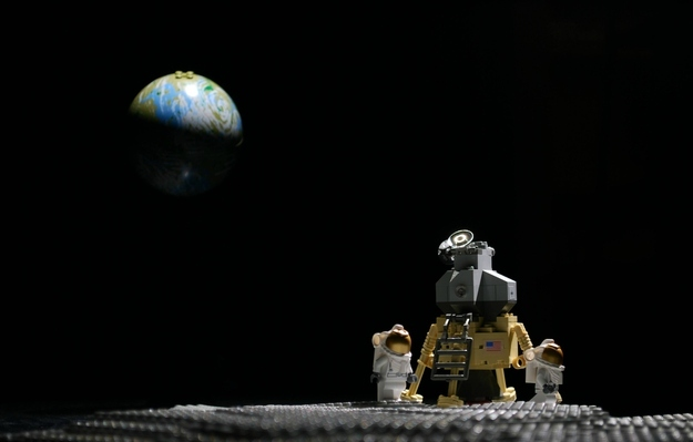 On average, every human on Earth owns 86 LEGO bricks. If stacked, they would reach to the Moon. https://t.co/c96MsYr53T