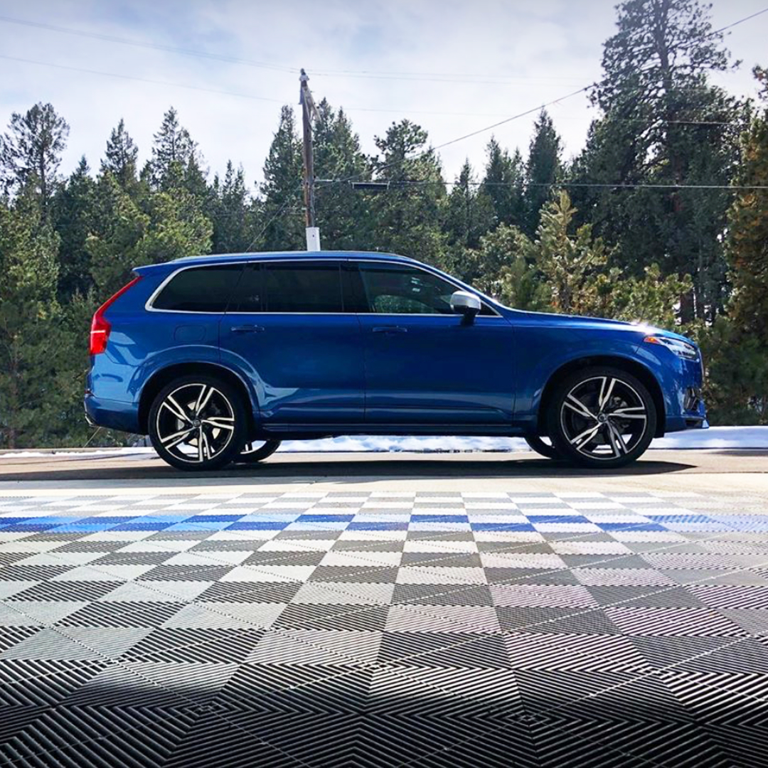 You can just see how good this final product came out! 👀 It looks like the perfect car ad, don't you think? 📸: nbj81 on instagram . . . #Swisstrax #ModularFloor #ShopGoals #Volvo #XC90 #DetailShop #Ribtrax #PearlGrey #RoyalBlue #PearlSilver https://t.co/ueMdur0skm