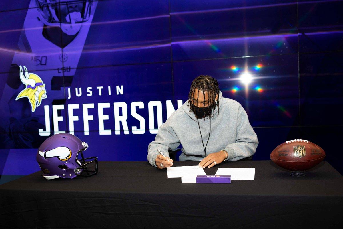 Ein dickes 'Herzlich Willkommen' von @Vikings_Deutsch an unseren 22. Pick WR Justin Jefferson (@JJettas2) 🙌 https://t.co/zjYqU8cpXY