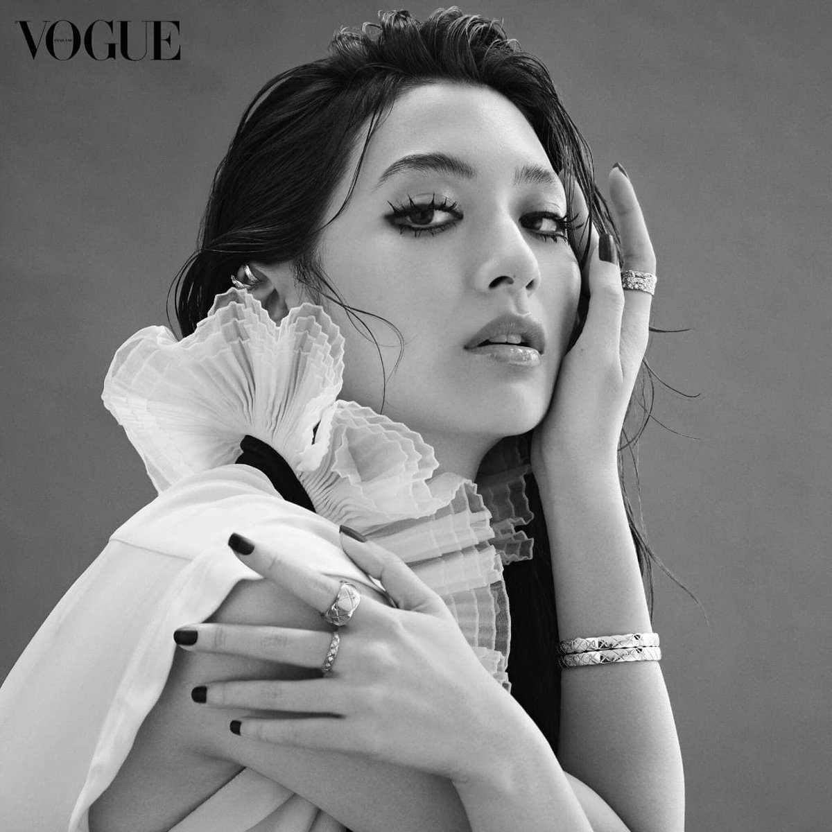 ^_^  The most beautiful 😍💚 ^_^ เซต ๑ ... ~  #COCOCRUSH #CHANELFineJewelry @chanelofficial @voguethailand  ~ ... Cr: Repost @pujira ...... ..... #mewnittha  #mewnitthafanclub_official  #มิวนิษฐา  #pujira  #teammew https://t.co/nOMRLWLXlD