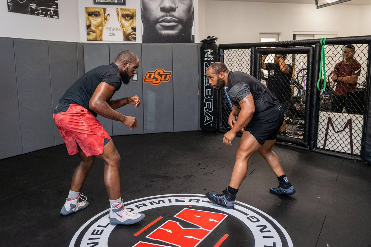 Great wrestling push yesterday, thanks for the rounds @CoreyA_MMA Always toughest day of the week but it's necessary. Feels good to be getting to the end of the camp and ready to compete. 11 days #andnew https://t.co/p6EwhoOw9U