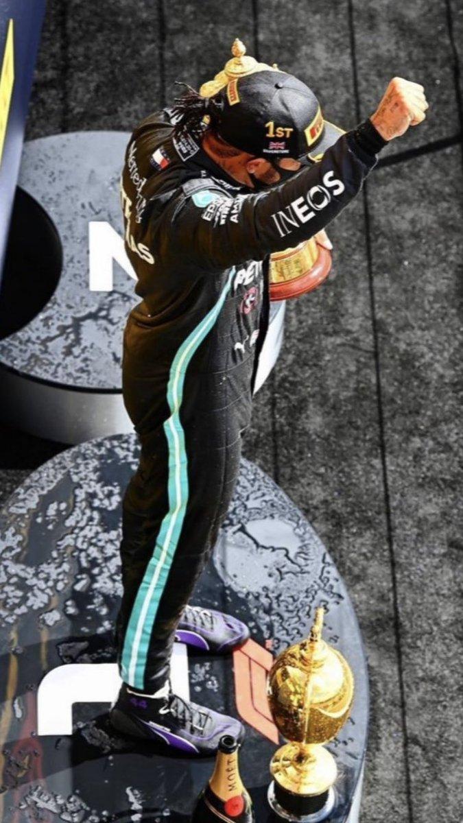 #WednesdayWallpaper @MercedesAMGF1 @LewisHamilton #BritishGP #LH44 #F1 https://t.co/keShuLKkEg