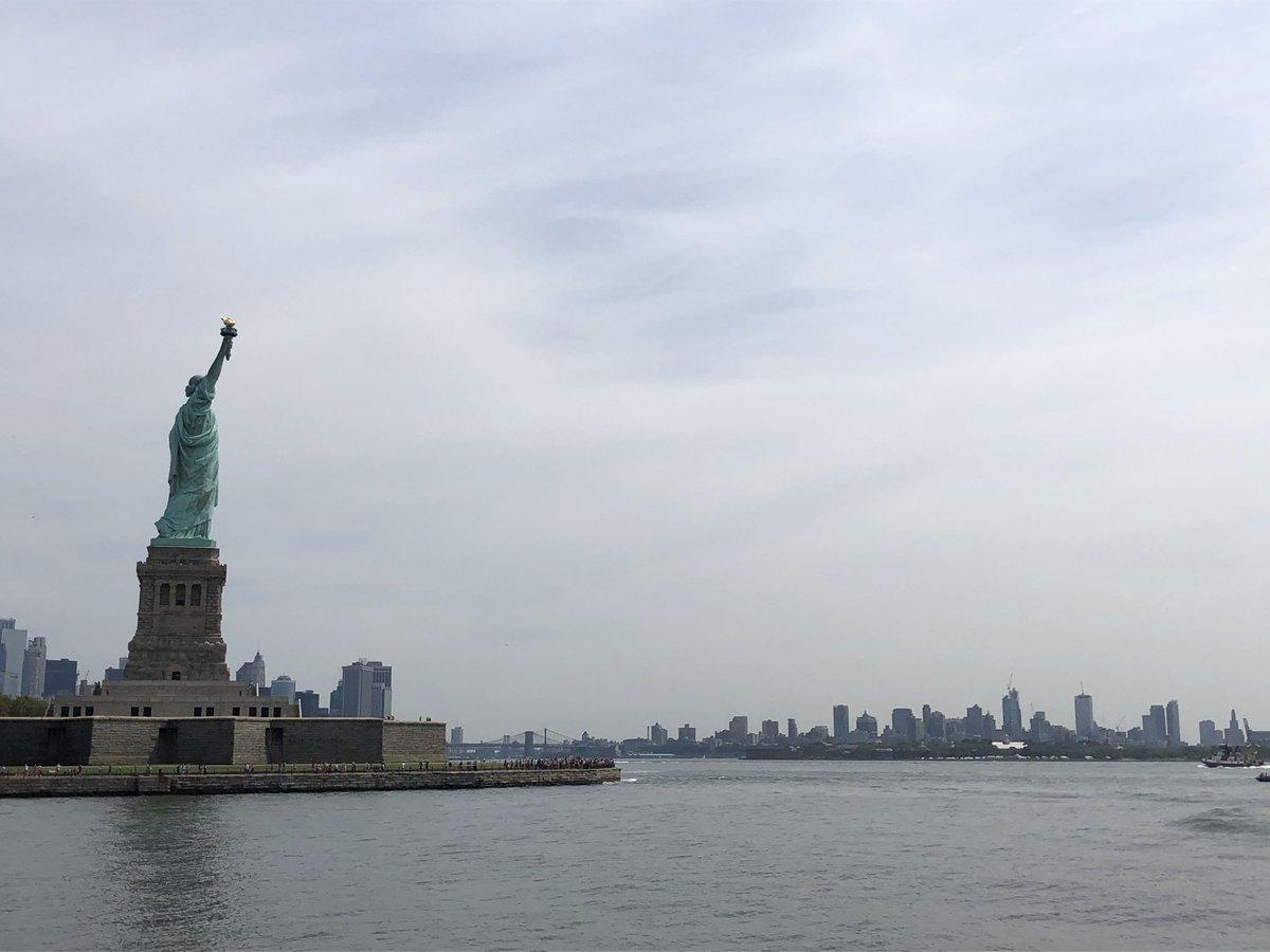 海外旅行ほとんどしたことなくて、ましてやニューヨークなんて本当に夢のような旅だったんだけど、今こんな世の中になっていて益々まぼろし感が増している。なんかほんと嘘みたいだなぁ…。 https://t.co/x0hsA1UC9d