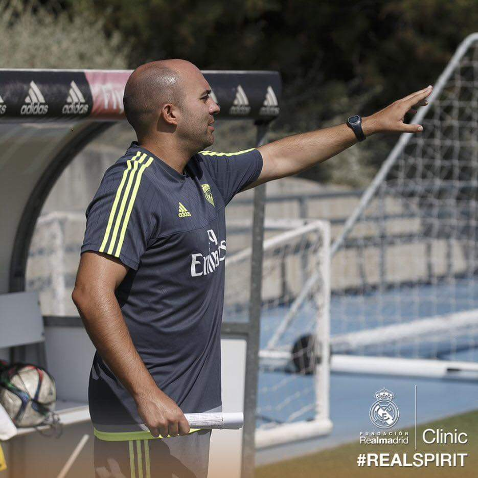 """All of our clinics are conducted by coaches of the Real Madrid Foundation with experience in the """"Cantera"""" of the Foundation.  Book now here... https://frmclinicsportugal.com  #realspirit #portugal #valedolobo #football #realmadridfoundation #madrid #footballcampspic.twitter.com/EEF0POGTDW"""