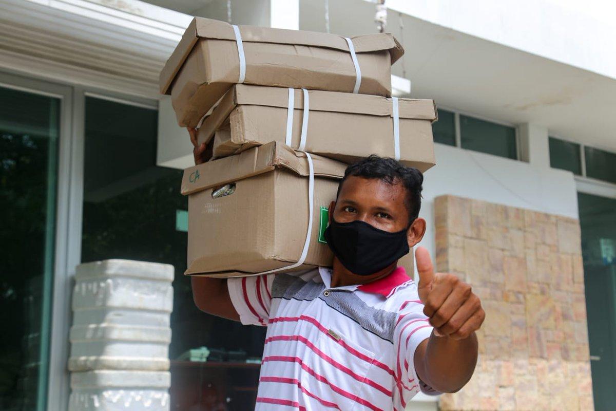Secretaria de Salud Municipal y gestora social Rocio Martíne, unidos por los motociclistas. Con el objetivo de seguir combatiendo el #coronavirus, realizamos tomas de muestra y entregamos paquetes alimentarios de la campaña #AyudarNosHaceBien. pic.twitter.com/R31LDqL6f9