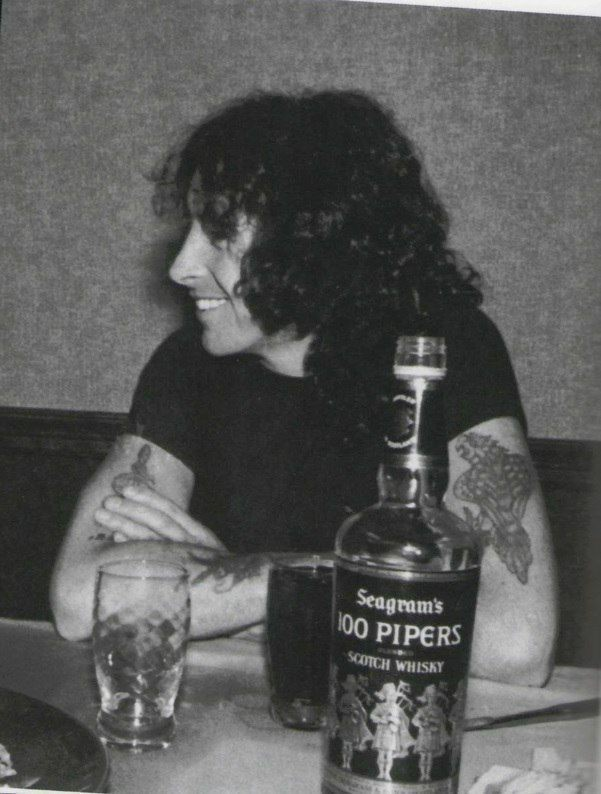 I never smoked with no cigarettes I never drank much booze But I'm only a man, don't you understand And a man can sometimes lose..  #bonscott  #acdc #backinblack   Don't you just  love this guy pic.twitter.com/LkUvE7F9yh