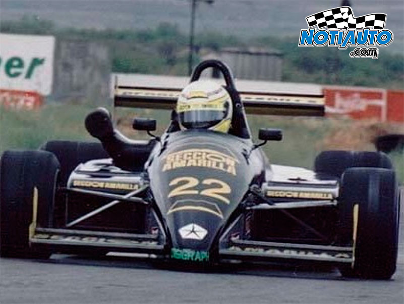OLDIESMEX - Carlos Contreras con el equipo Sección Amarilla en la Fórmula 2 de la Copa Marlboro en el Autódromo de Saltillo en 1992  #notiauto #notiauto_oldiesmex #formula2 #copamarlboro https://t.co/S7dQqn2Q0X