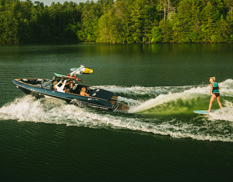 Water ski, Wakeboard & Wakesurf. The #20VTX is the ultimate triple threat.  #malibuboats #thetruthisonthewaterpic.twitter.com/i0yXpfccF2