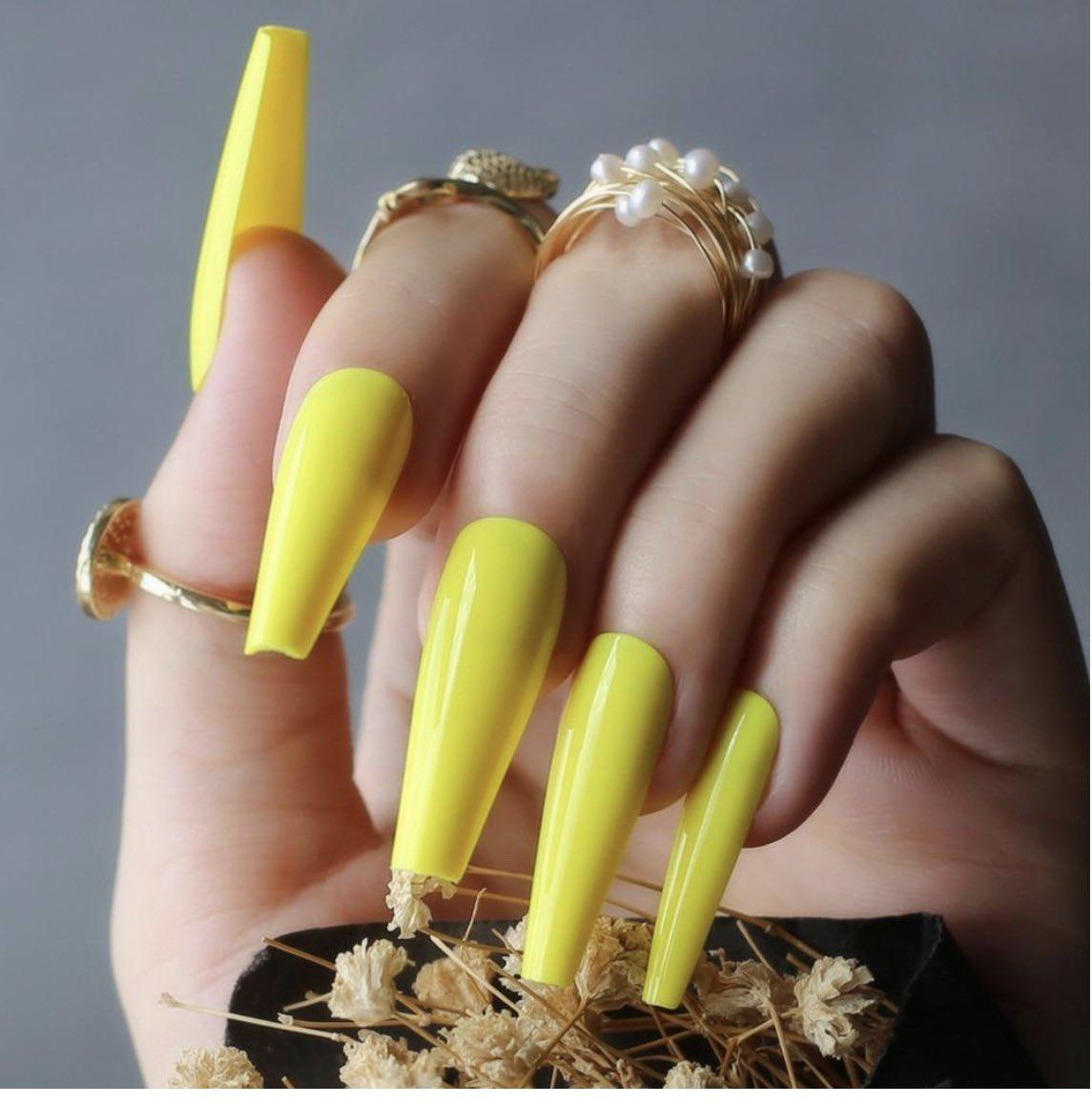 "Shop our ""summer vibes"" design @ http://Sassyclaws.com  #nails #nailsofinstagram #sassyclawspic.twitter.com/mPAxdRK01P"