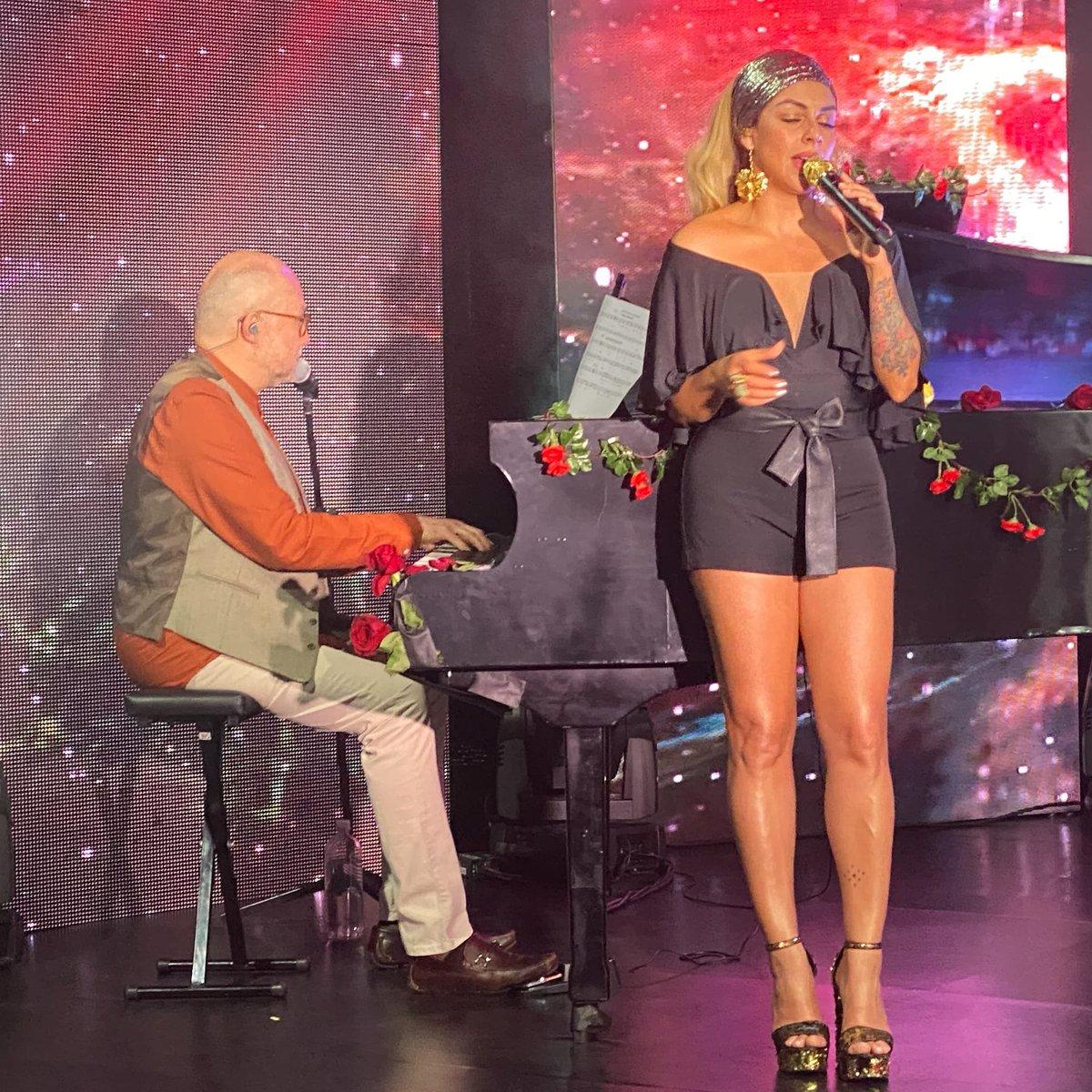 """La música, mi mejor psicólogo, una canción, mi mejor terapia. ⠀ ⠀ """"Cuando te quedes sin palabras... Canta"""" Anónimo⠀ ⠀ #Maía #salsa #laniñabonitadelasalsa #concierto #colombia #musica https://t.co/48EEO6HOBt"""