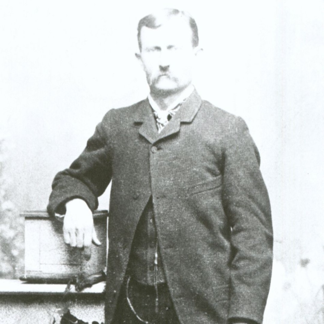 John Tisdale was a Texas cowboy who came to Wyoming and ran a small ranch on the Red Fork of Power River. He helped organize the small ranches against the WSGA. Hear more about him at our cemetery tours Tickets available at museum. #historyisalive #museumprogram #cemeterytourspic.twitter.com/2iBnfuBJUF